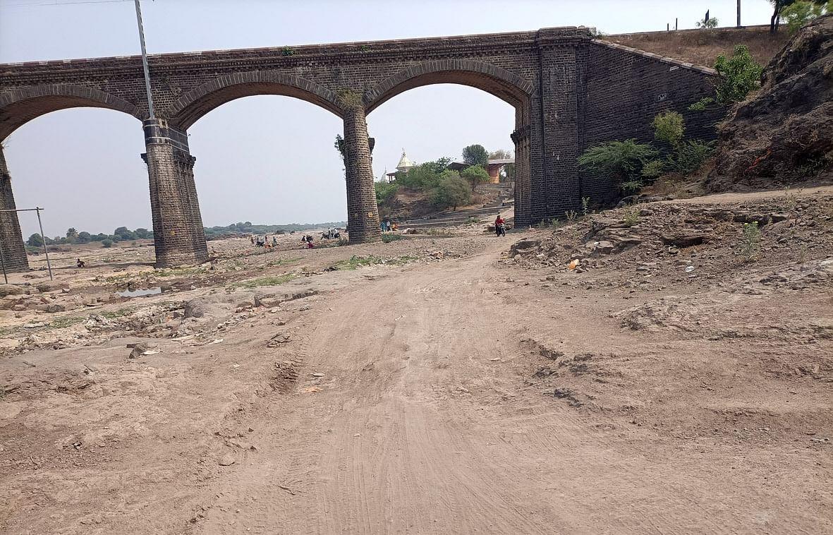 गोदावरी नदीपात्रातील बेकायदा उपशाकडे प्रशासनाचे दुर्लक्ष - चव्हाण