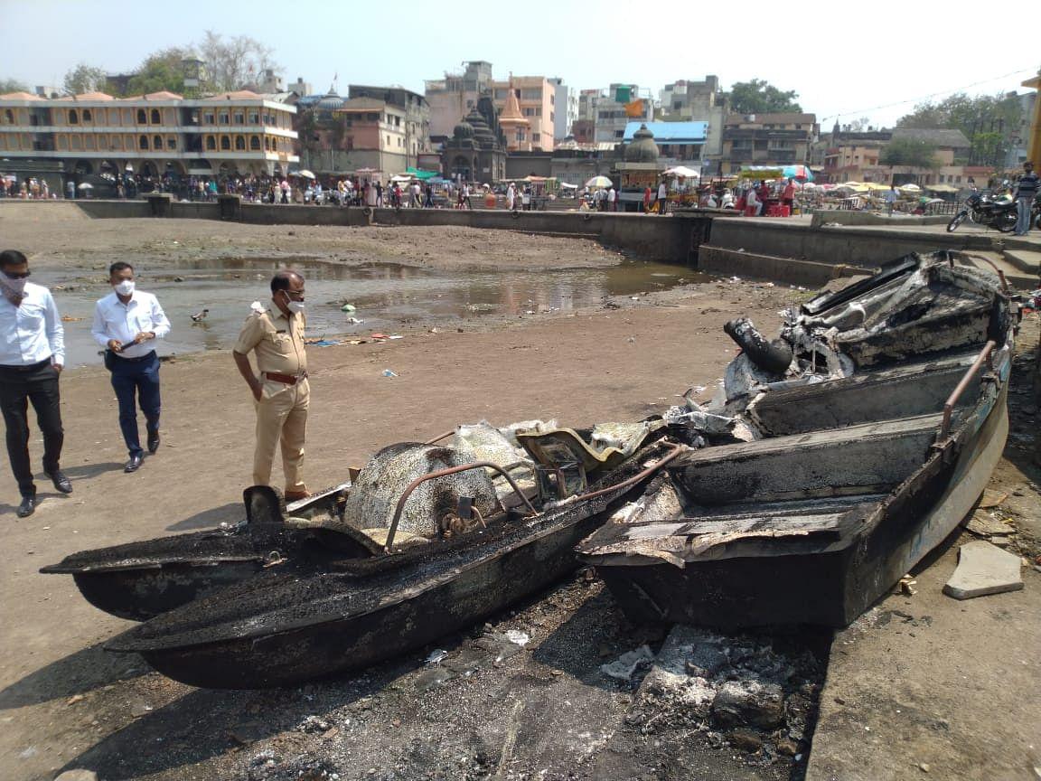Video : रामकुंडाजवळ चार बोटीची अज्ञातांकडून जाळपोळ