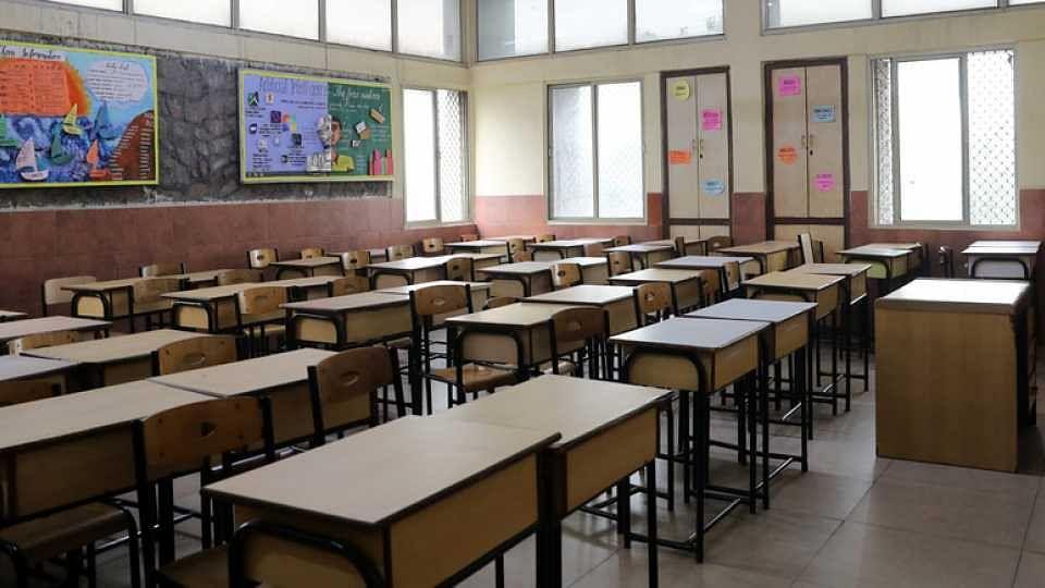 सिन्नर तालुक्यातील १९ शाळा, माध्यमिक विद्यालये बंद