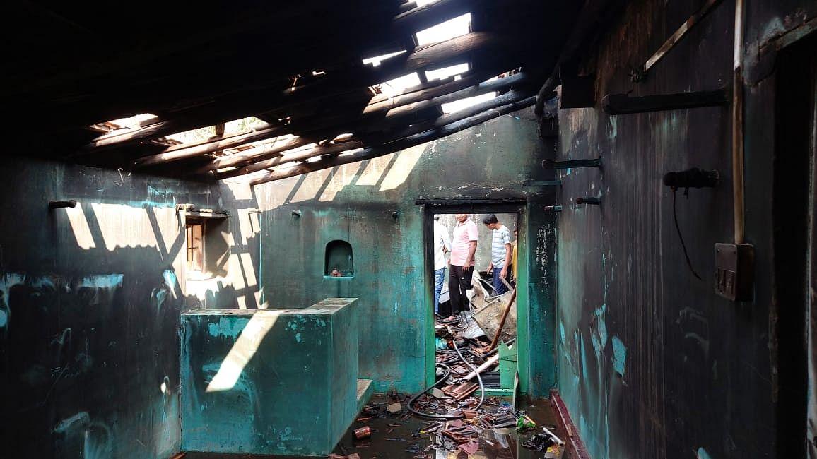 शॉर्टसर्किटमुळे लागलेल्या आगीत घर जळून भस्मसात