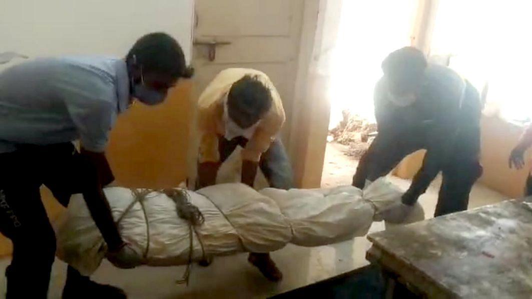 एरंडोल ग्रामीण रुग्णालयात कोविड केअर सेंटर मध्ये घडतोय अजब प्रकार