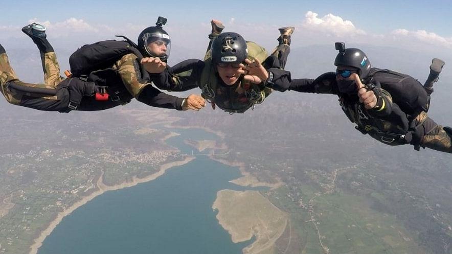 तुर्कमेनिस्तानच्या विशेष सैन्यदलाला भारतीय विशेष सैनिकदल प्रशिक्षण केंद्रात 'कॉम्बॅट फ्री फॉल'चे प्रशिक्षण, पाहा फोटो