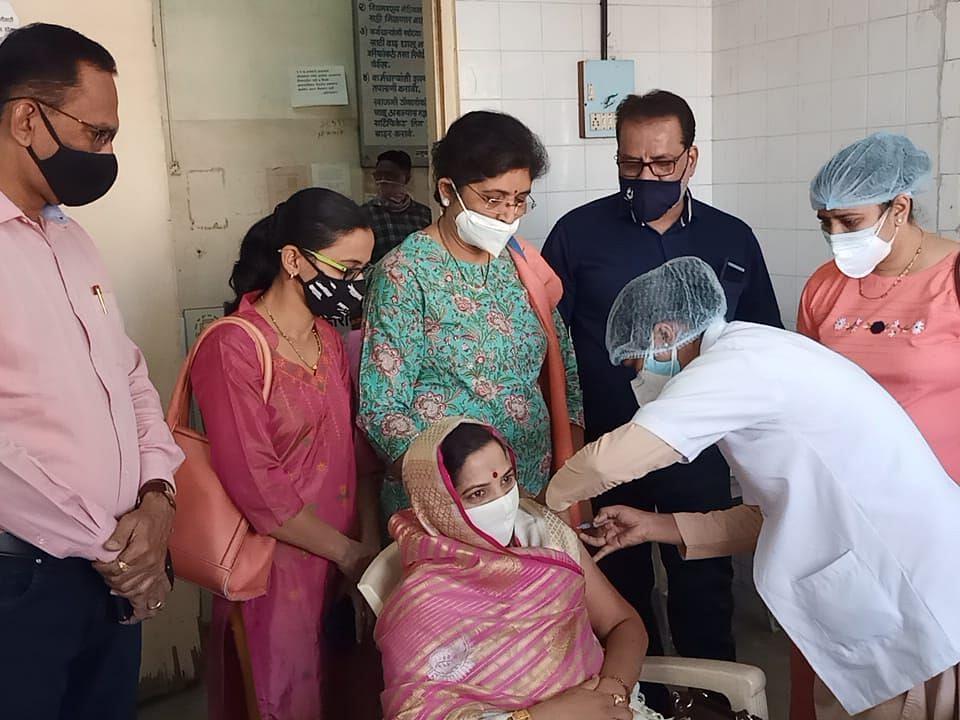 छत्रपती शाहू महाराज मनपा रुग्णालयात कोरोना लसीकरणाला सुरुवात !