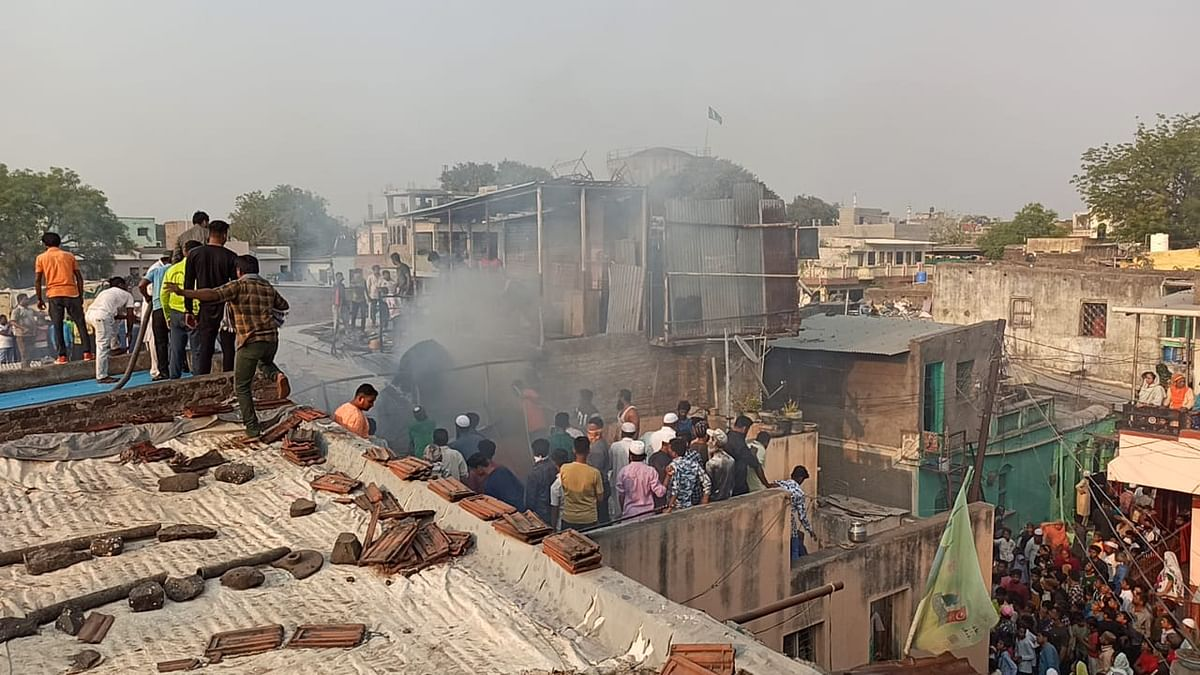 येवला : परदेशपुरा परिसरातील घरे आगीच्या भक्ष्स्थानी