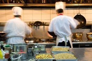 किचनमध्ये अस्वच्छता; नगरमधील हॉटेलचा परवाना निलंबित