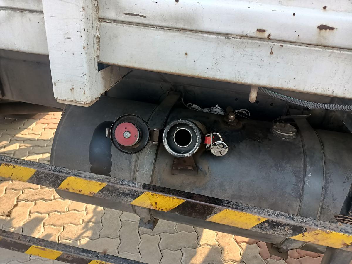 पेट्रोल पंपावर उभ्या 3 ट्रकमधून पुन्हा 300 लिटर डिझेलची चोरी