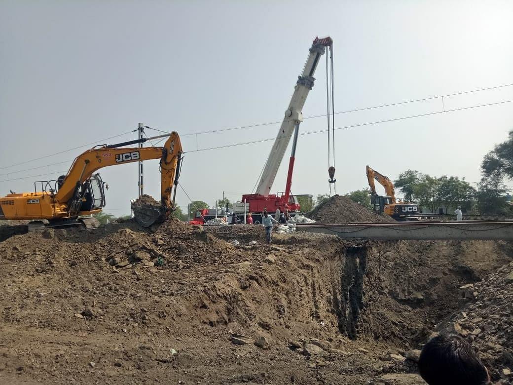 चांगदेवनगर येथील रेल्वेच्या भुयारी पुलाचे काम सुरु