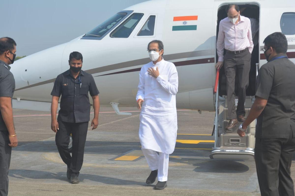 मुख्यमंत्री उद्धव ठाकरे यांचे ओझर विमानतळावर स्वागत