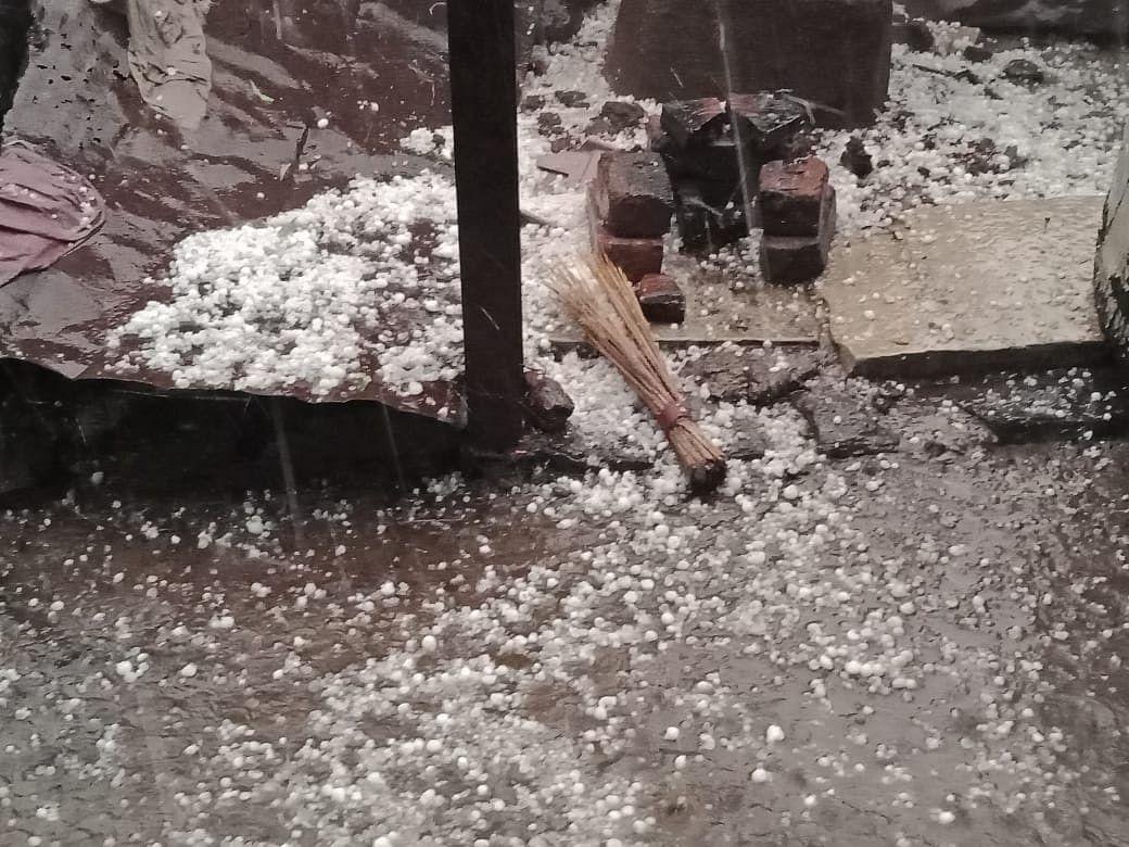 Video : ओझर, जऊळके परिसरात गारांचा पाऊस