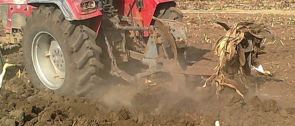 इंधन दरवाढीमुळे शेतकरी हतबल