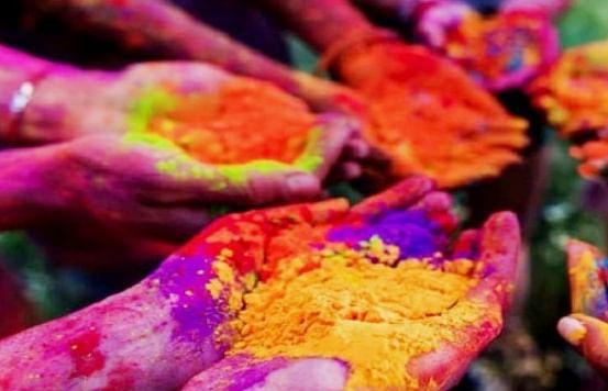 रंगाच्या उधळणीवर निर्बंधच
