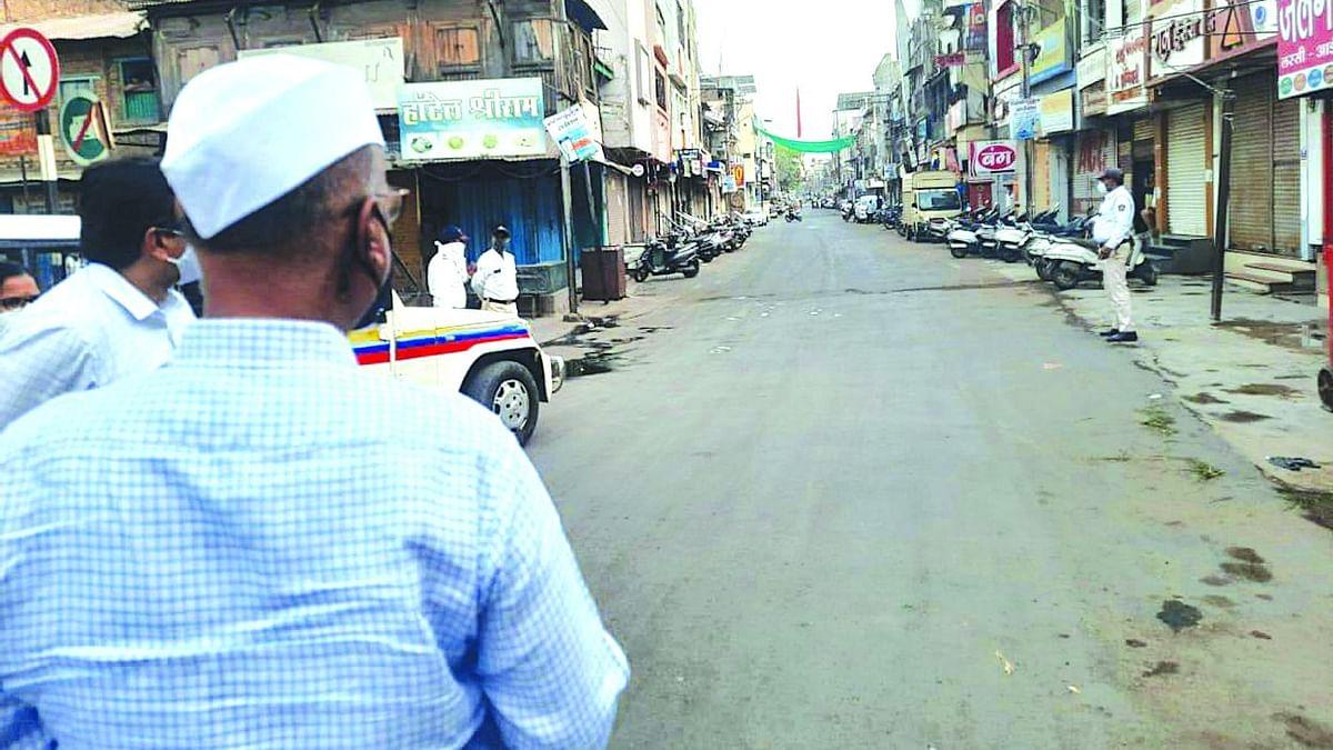 पालकमंत्री अब्दुल सत्तार उतरले रस्त्यावर...