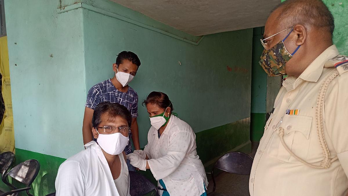 रावेर : ऑक्सिजन सिलेंडर उपलब्ध नसल्याने रुग्ण हलवण्याची वेळ