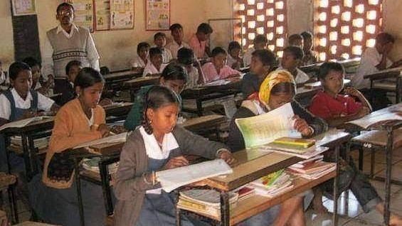 कराेनामुळे आदिवासी विभागाच्या शाळा बंद