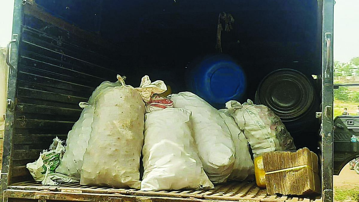 धुळ्यात बनावट दारू कारखाना उद्ध्वस्त