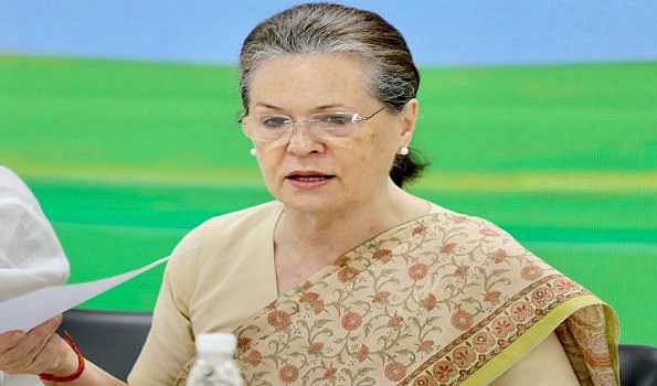 Sonia urges govt to lower vaccination eligibility to 25 years
