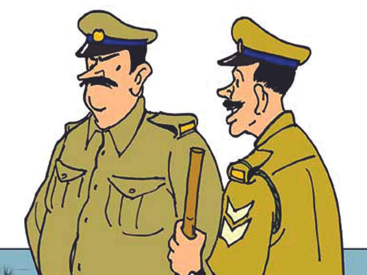 तोफखान्यांच्या चार पोलीस कर्मचार्यांच्या चौकशीचे आदेश