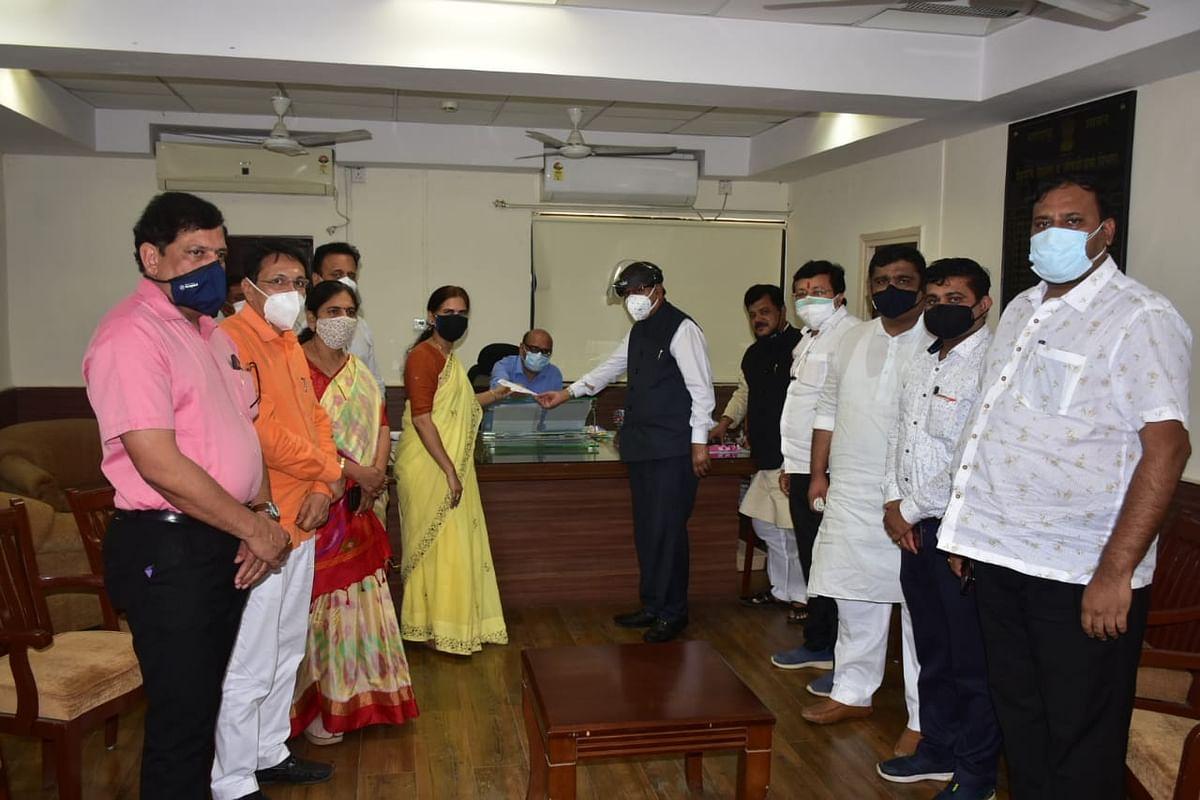 भाजपा नेत्यांचा मुंबईतील एफडीए कार्यालयात ठिय्या