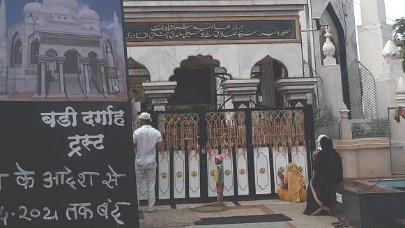मशिदींमध्ये फक्त मौलानाच नमाजची परवानगी; गर्दी झाल्यास कारवाई