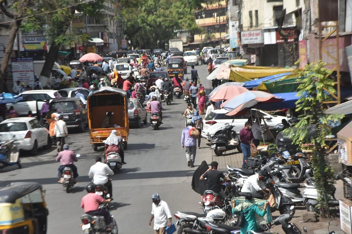 Photogallery : किराणा, भाजीपाला खरेदीसाठी नाशिककरांची गर्दी