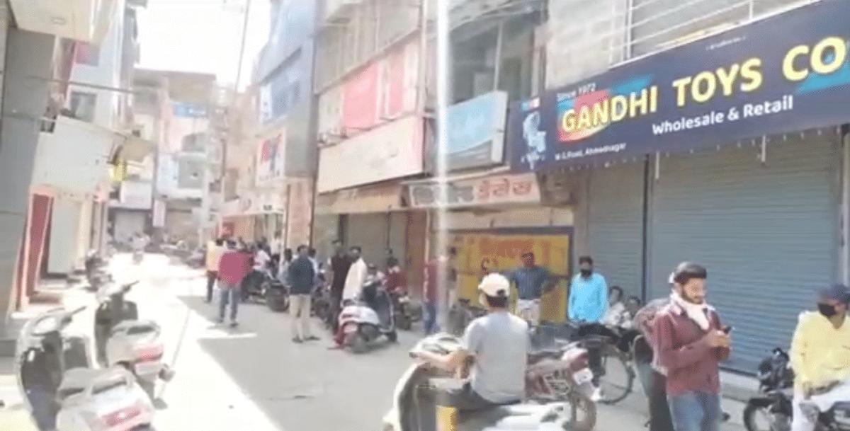 Video Story : निर्बंधाना व्यापारी व कामगारांचा विरोध