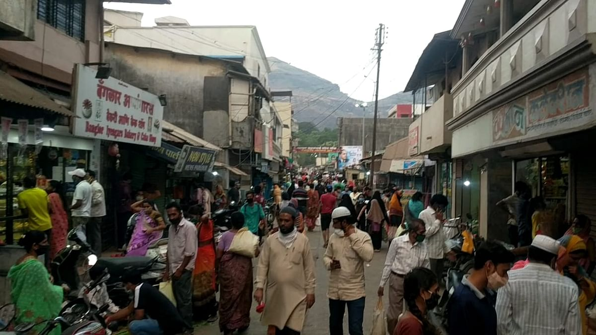 इगतपुरी येथील बाजारपेठेत खरेदीसाठी गर्दी