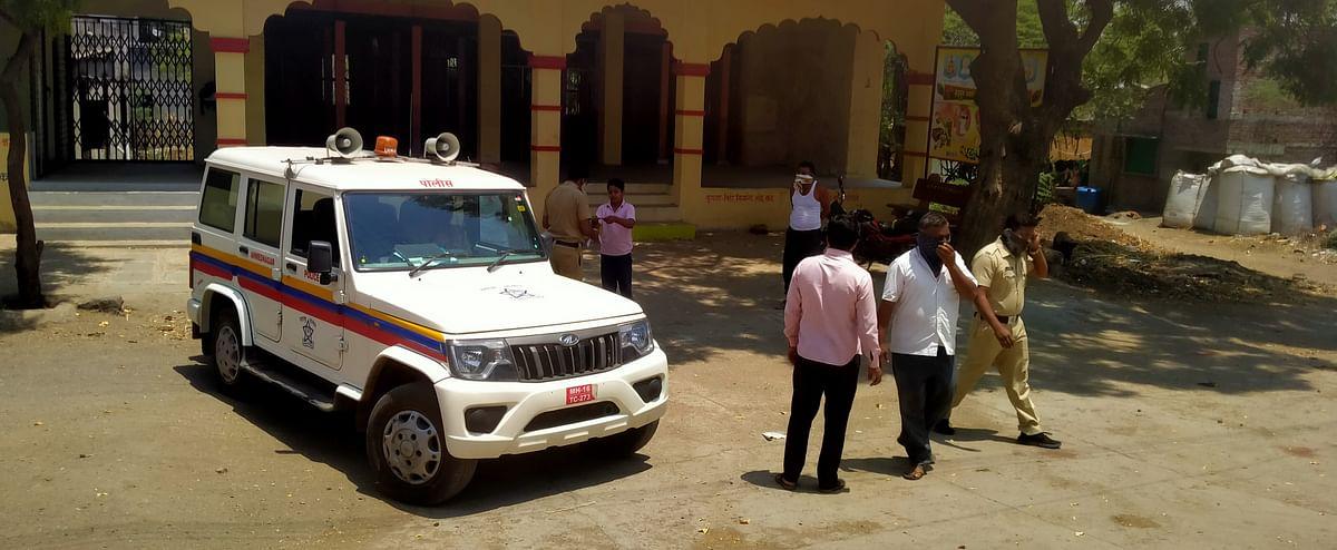 मंदिरात झोपने पडले महागात पोलिसांनी केला दंड वसूल