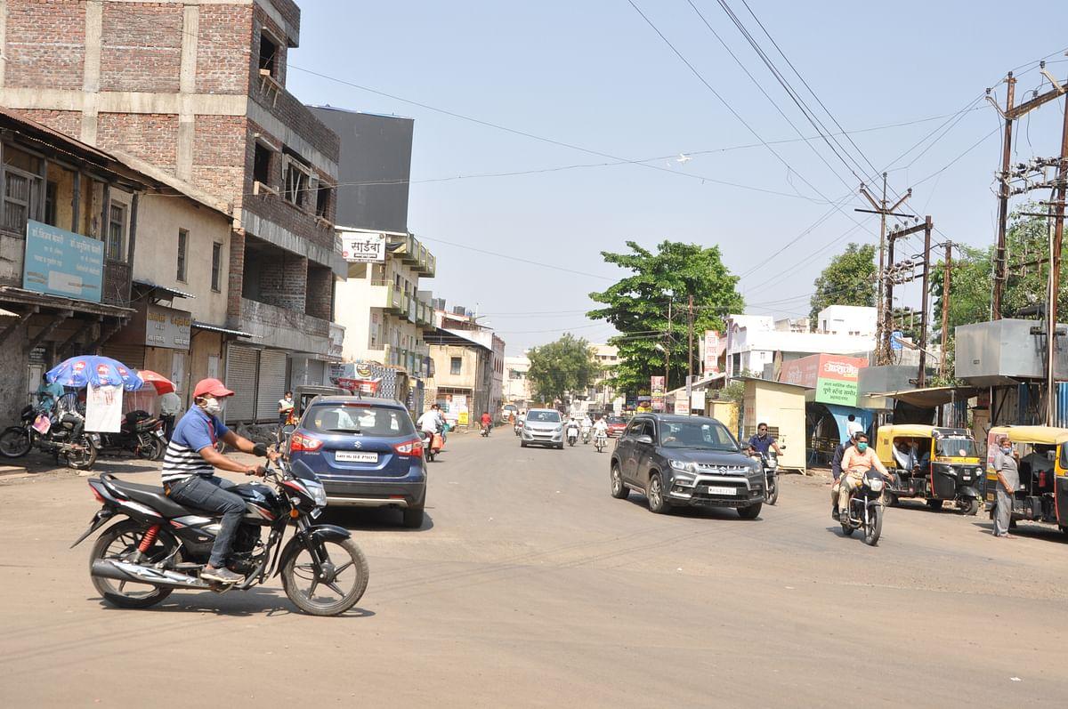 संचारबंदीच्या पहिल्या दिवशीच  बेजबाबदार नगरकर रस्त्यावर
