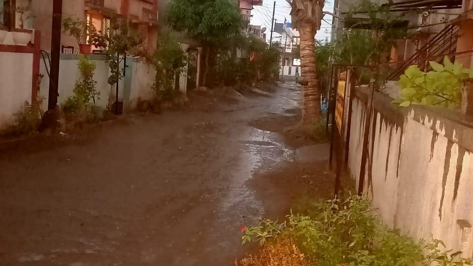 नगर शहरात वादळी वार्यासह रिमझिम पाऊस