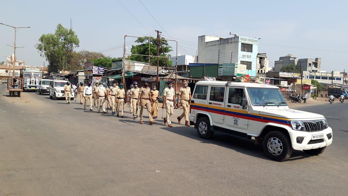 Photo : नेवासा शहरात पोलीस व प्रशासनाचा 'रूट मार्च'