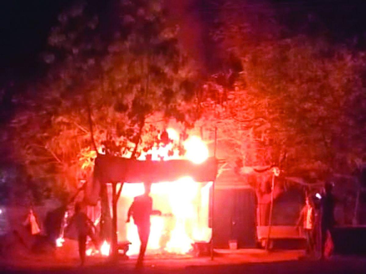 बहिणाबाई उद्यानाजवळ टपरीला आग; 50 हजारांचे नुकसान