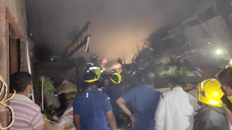 कामटवाड्यात भंगार गोदामाला आग