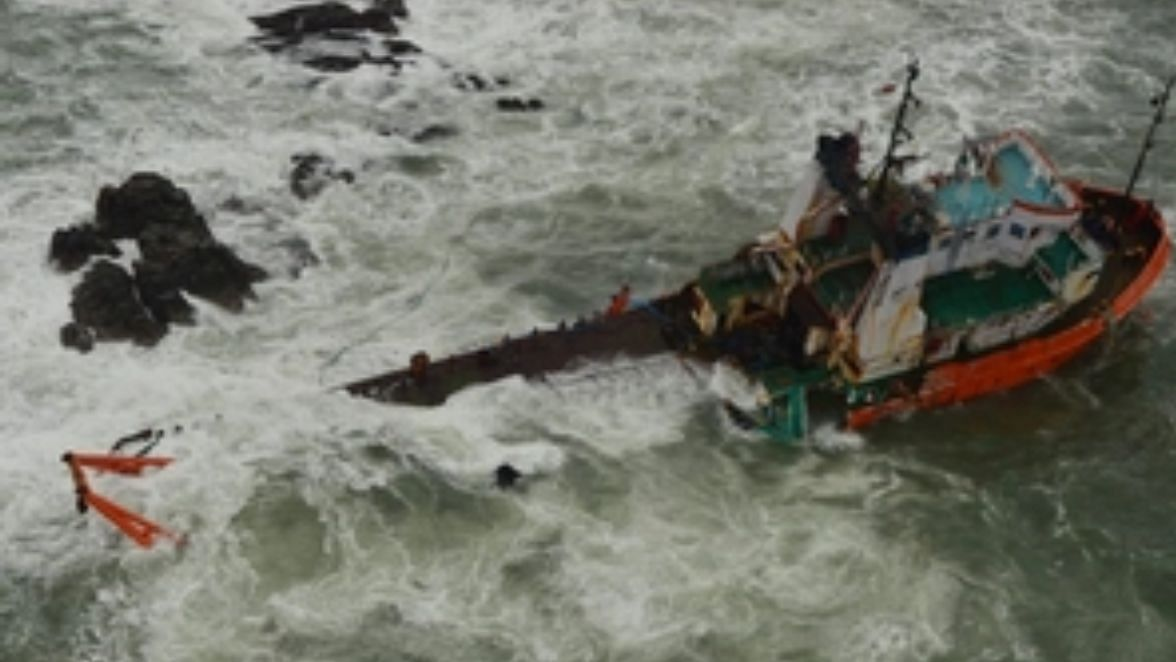 Cyclone Tauktae नौदलाला 14 जणांचे मृतदेह सापडले, 75 जणांचा शोध सुरु