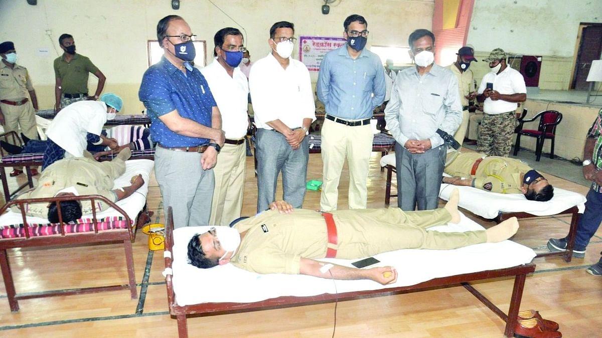 जिल्हा पोलीस अधीक्षकांसह 121 कर्मचार्यांचे रक्तदान