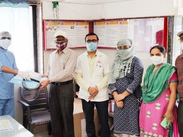 दुबईतील डॉक्टरकडून ग्रामीण रूग्णालयास  दोन लाखाचे पीपीई कीट व साहित्य भेट