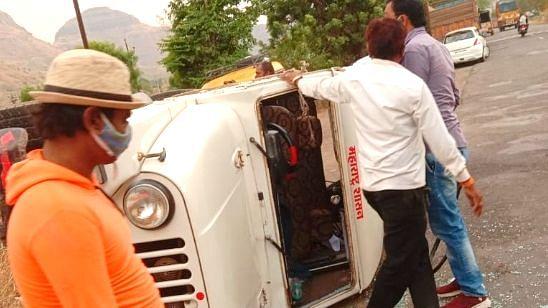 गटविकास अधिकारी महेश पाटील अपघातात बचावले