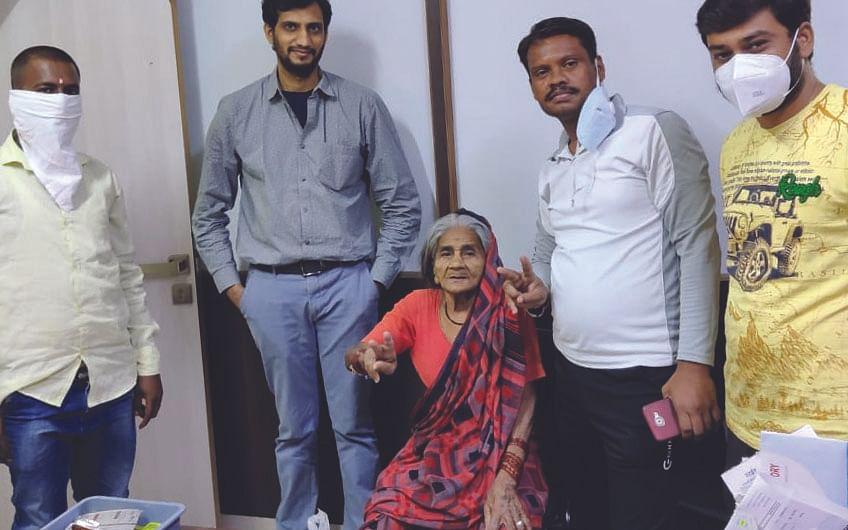 91 वर्षाच्या आजीबाईंनी केली करोनावर मात