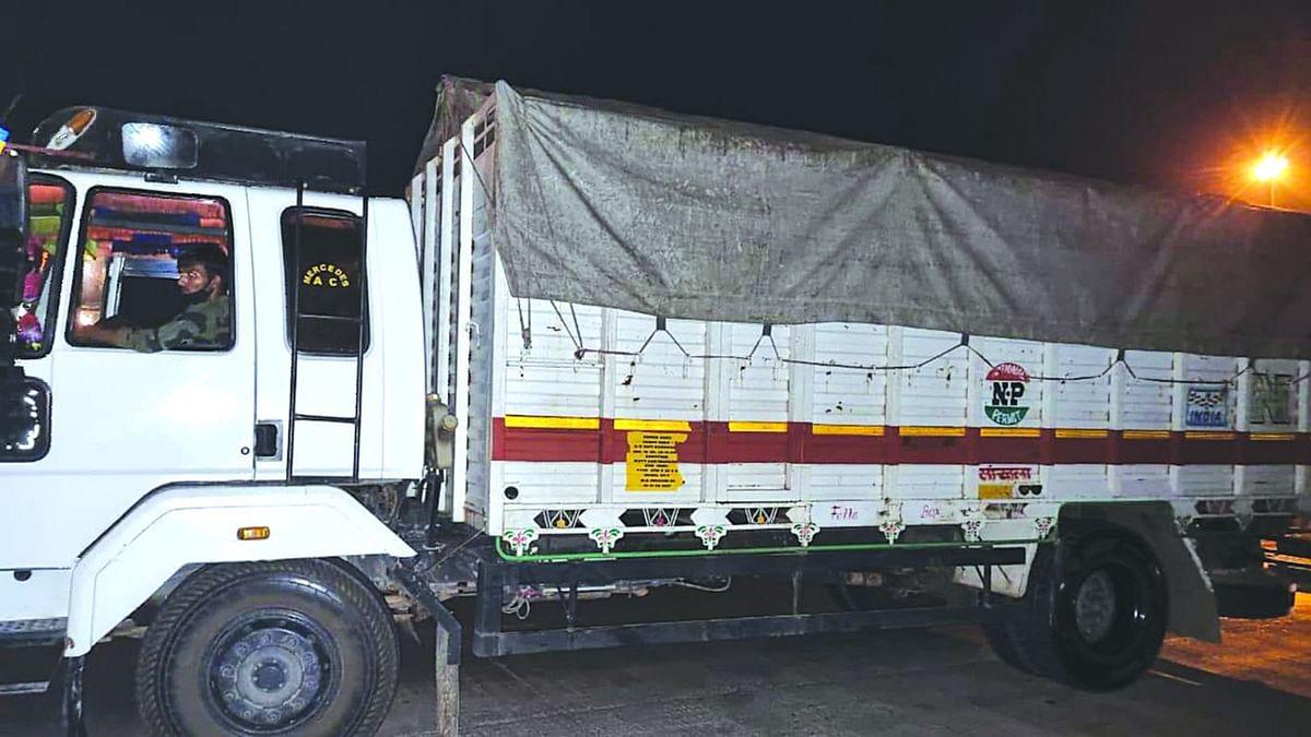 शिरपूर पोलिसांनी कत्तलीसाठी वाहतूक करणारा ट्रक पकडला