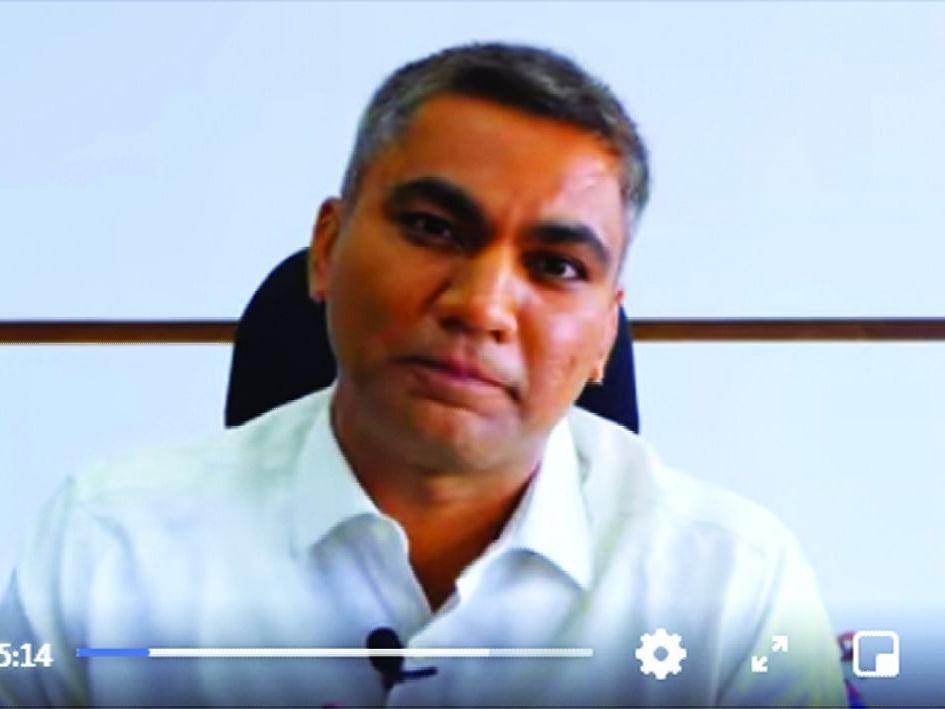 Video राज्यातील चर्चेतील जिल्हाधिकारी डॉ.राजेंद्र भारुड का म्हणाले, मी आदिवासी समाजाचा आहे, हीच चुक आहे का?
