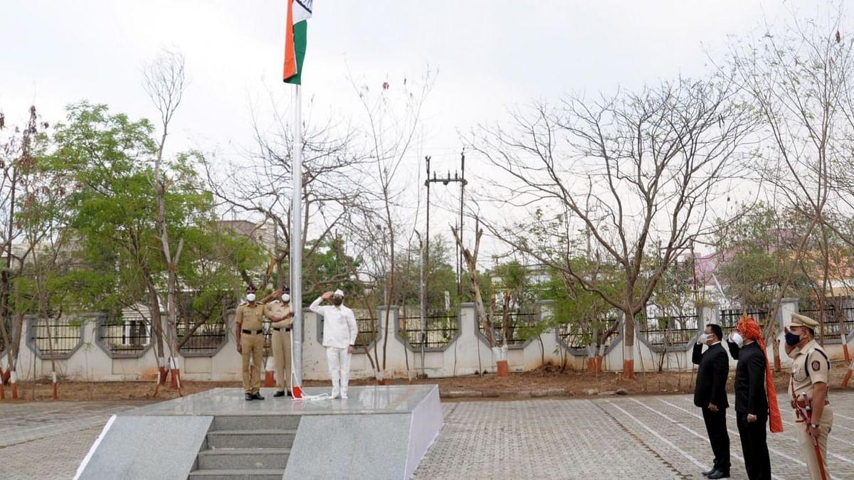 पालकमंत्री के.सी.पाडवी यांच्या हस्ते मुख्य शासकीय ध्वजारोहण
