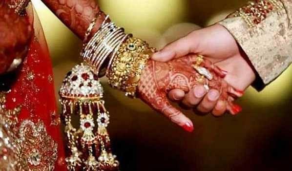 लग्नात केली गर्दी; पोलीसांनी केला 10 हजार रूपये दंड