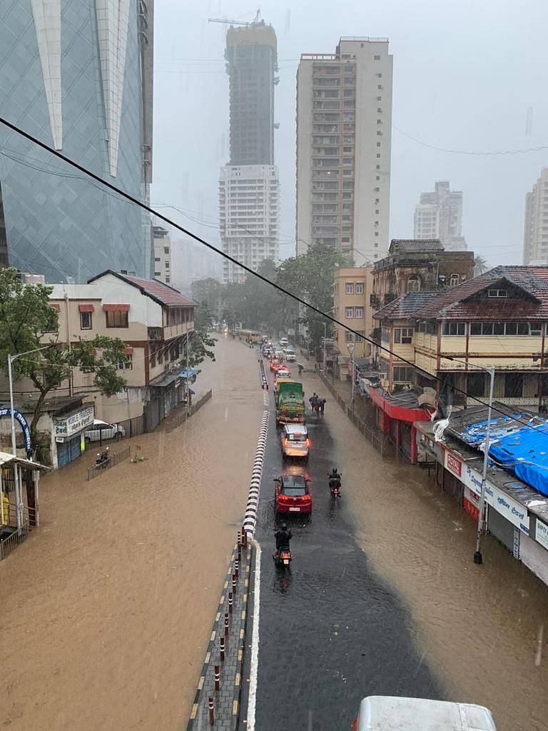 Photo: मुंबईत संततधार, IMD चा मुसळधारचा इशारा
