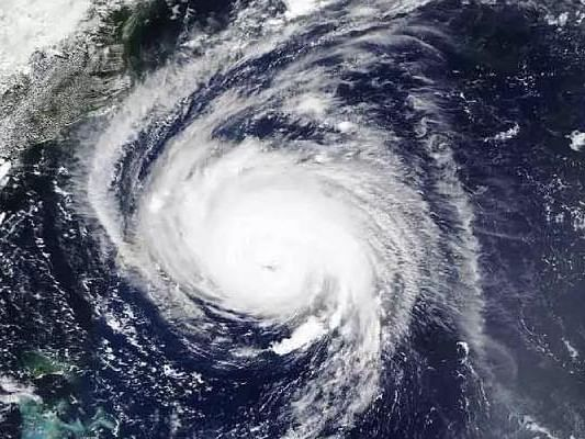 Cyclone Yaas - 'यास' चक्रीवादळाने धारण केलं अतिरौद्ररूप; जोरदार वाऱ्यासह पाऊस, पाहा व्हिडिओ