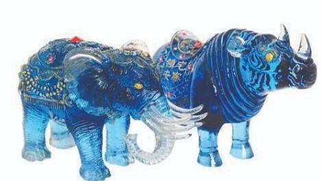 अपघातांपासून वाचवते निळा हत्ती आणि गेंडा