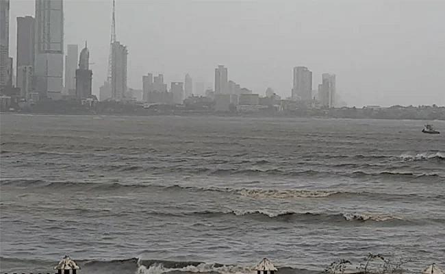 मोठी बातमी! तौक्ते चक्रीवादळात मुंबईपासून 175 किमी दूर भर समुद्रात 273 कर्मचारी अडकले