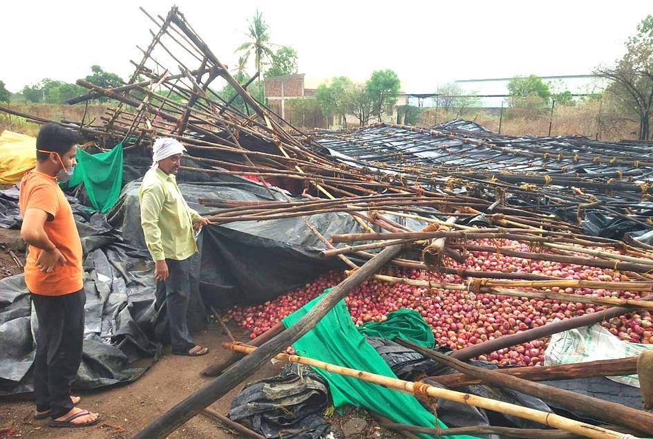 येवल्यात वादळासह पाऊस; शेतकऱ्यांचे नुकसान