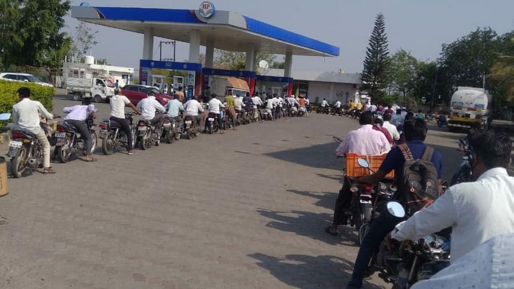 पेट्रोलचे भाव वाढण्याची अफवा पसरली अन....