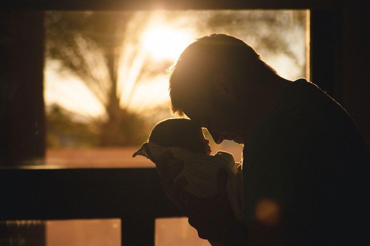 Father's Day 2021 : मराठी कलाकार 'असा' साजरा करत आहेत 'फादर्स डे'; शेअर केले खास फोटो
