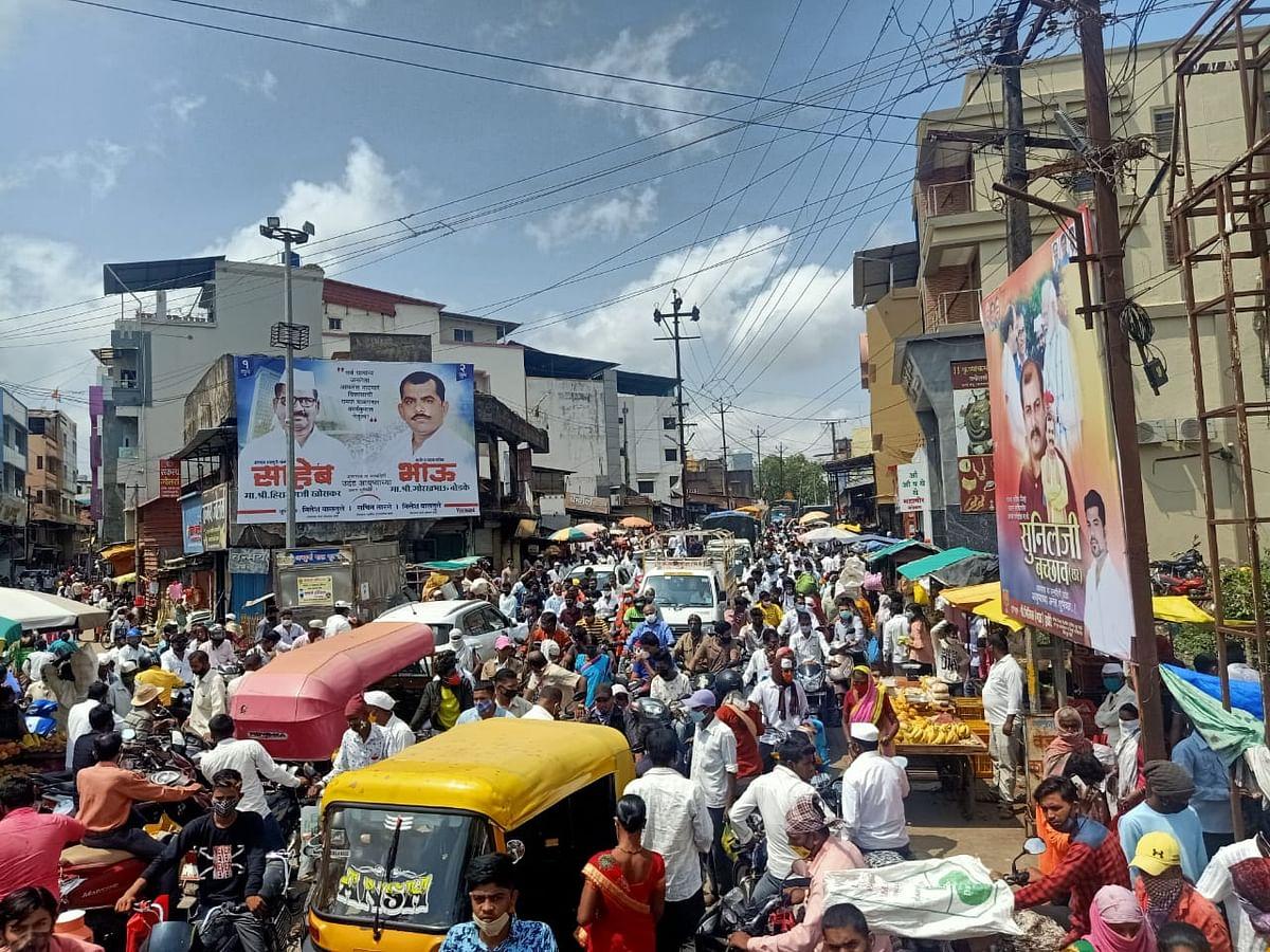 घोटी बाजारपेठेत नागरिकांची तोबा गर्दी