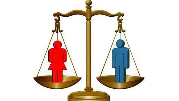 स्त्री-पुरुष समानता केवळ बोलाचीच कढी का?